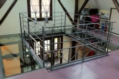 Projet de mezzanine avec garde-corps métallique et conservation de l'espace - Solution retenue : plancher verre et balustrade métal